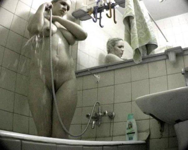 скрытая в ванне