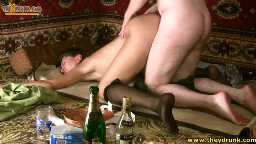 Парень трахнул свою девушку пьяную
